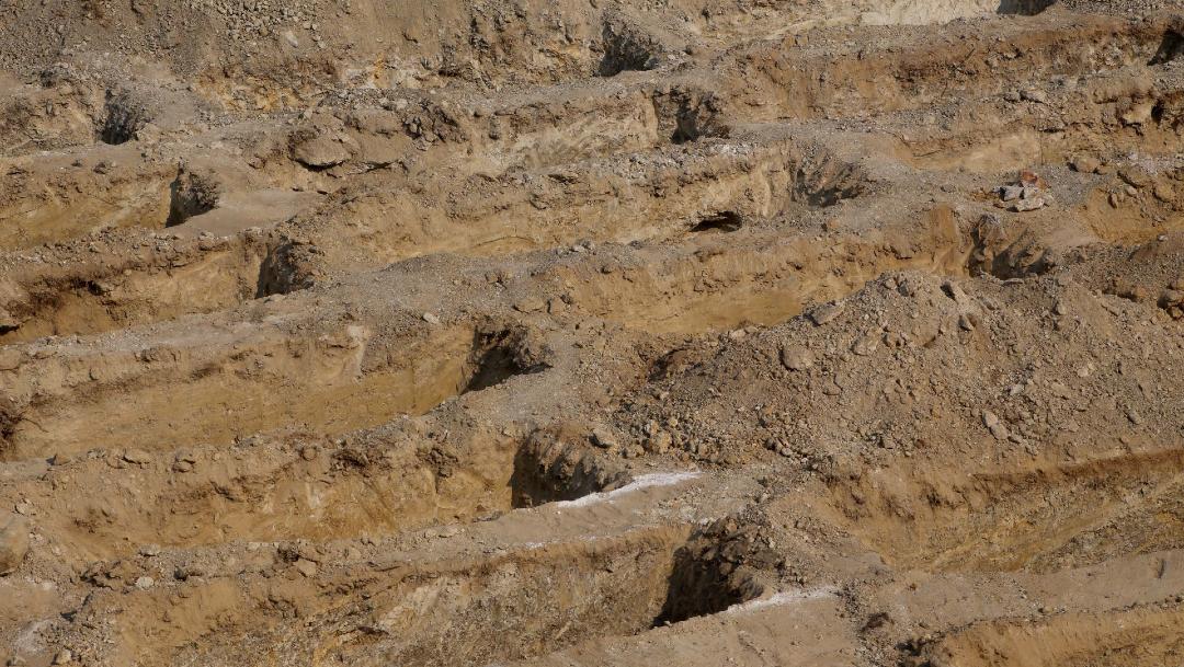 FOTO: Crean 300 fosas para muertos por COVID-19 en Acapulco, Guerrero, el 23 de mayo de 2020