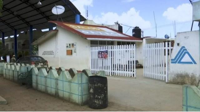 Foto: Centro de Salud de la comunidad de María Quigolani, Oaxaca, el cual fue abandonado cuando aún estaba en construcción durante gobiernos anteriores, 8 mayo 2020