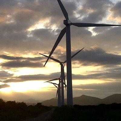 Industriales mexicanos denuncian limitación a competencia en energías limpias