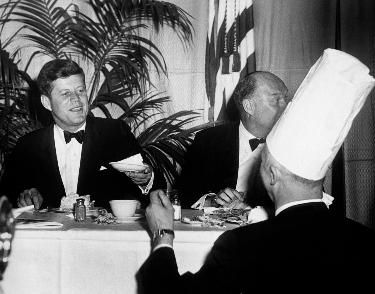 John F. Kennedy en una cena diplomática, Fotografía