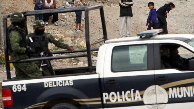 Militares y policías municipales recorren las calles de Chihuahua. Getty Images