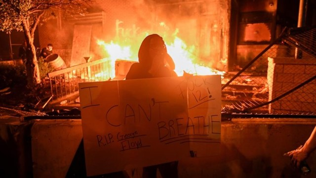 Minneapolis arde por la muerte de George Floyd; las protestas escalan