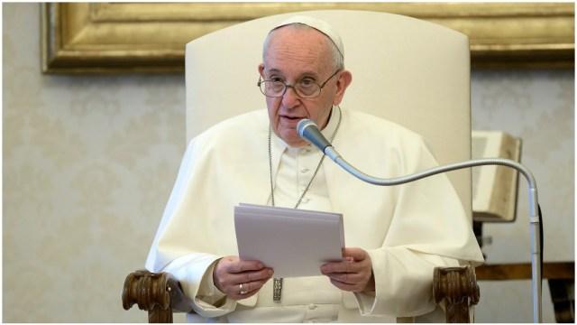 Imagen: Papa Francisco encabeza oraciòn ante màs de 100 personas, 30 de mayo de 2020 (Getty Images)