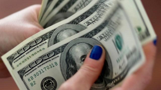 Foto: Peso avanza y cotiza en 23.82 por dólar tras decisión de Banxico