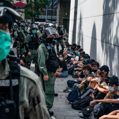 Policía de Hong Kong arresta a 300 personas durante protesta contra ley de seguridad