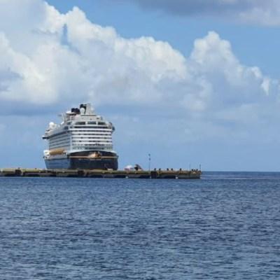 Desembarcan 86 mexicanos que estaban varados en cruceros por coronavirus