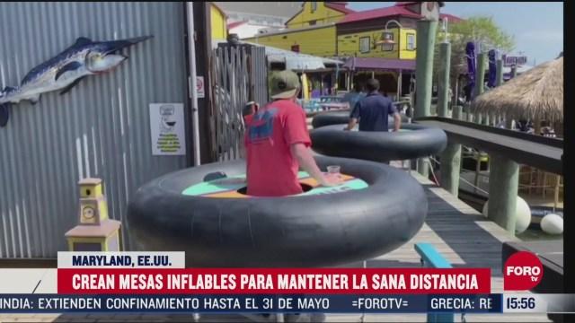 FOTO: restaurante implementa mesas inflables para mantener sana distancia