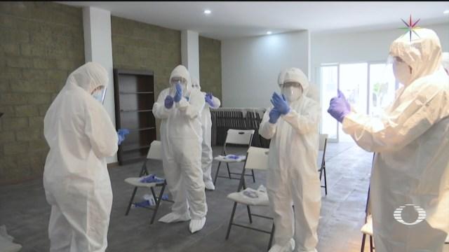 Sacerdotes visitan a pacientes en hospitales COVID en Celaya