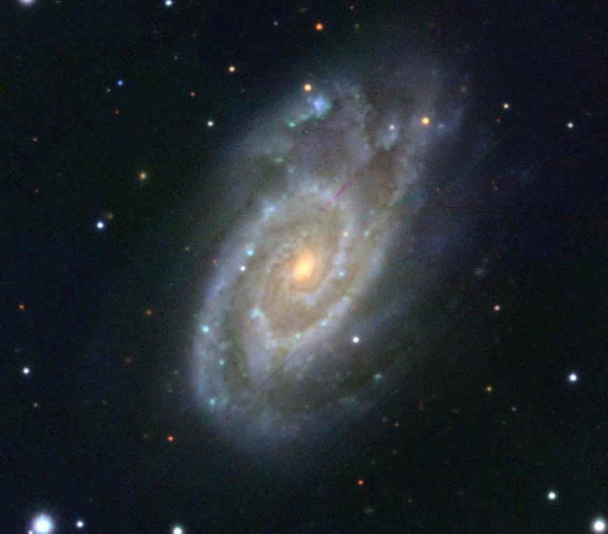 La galaxia NGC 5861 reconstruida en el archivo PanSTARRS-1. Fotografía astronómica.