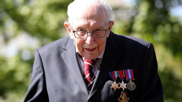 Capitán Moore, condecorado 'caballero' por Isabel II