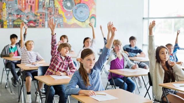 FOTO: Los alumnos regresaron a las aulas en Francia. (Getty Images)