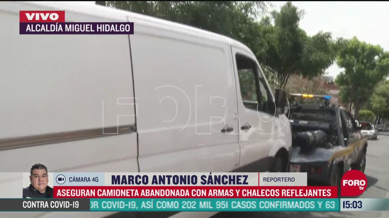 FOTO: aseguran camioneta abandonada con armas y chalecos reflejantes en la colonia observatorio