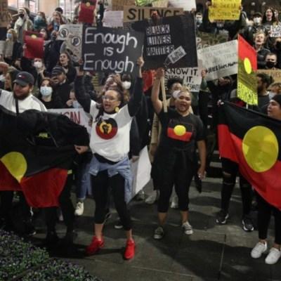 Foto: Australia investigará agresión policial a sus reporteros en EEUU