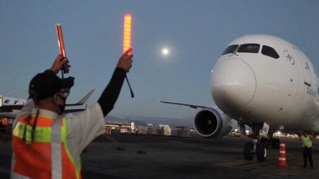 Llega a México nuevo vuelo con insumos médicos para combatir COVID-19
