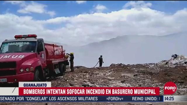 FOTO: 13 de junio 2020, bomberos intentan sofocar incendio en tiradero municipal de guanajuato