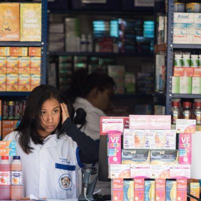 CDMX y UNAM capacitarán a médicos de farmacias para detectar casos de COVID-19