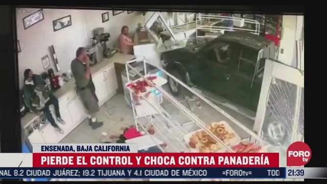 FOTO: 30 de junio 2020, conductor pierde control y se mete a una panaderia
