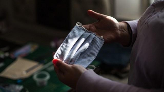 Cubrebocas: Cómo prevenir brotes de acné por su uso