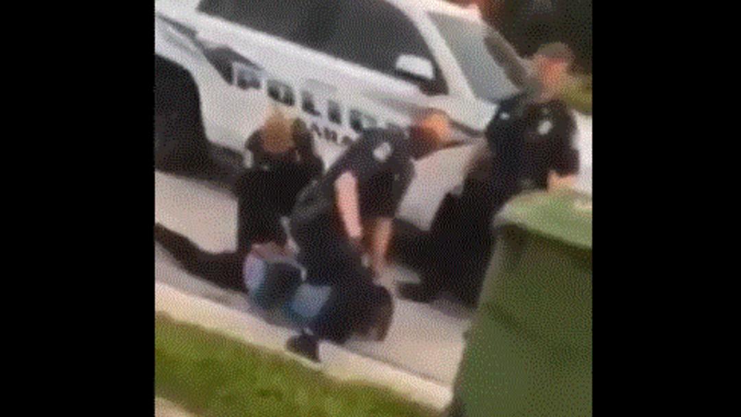 Foto: Divulgan video de policía sometiendo con rodilla a otro afroamericano en Florida
