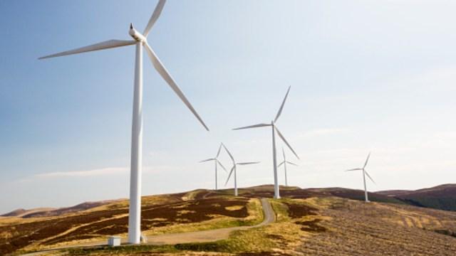 Juez suspende política energética de México