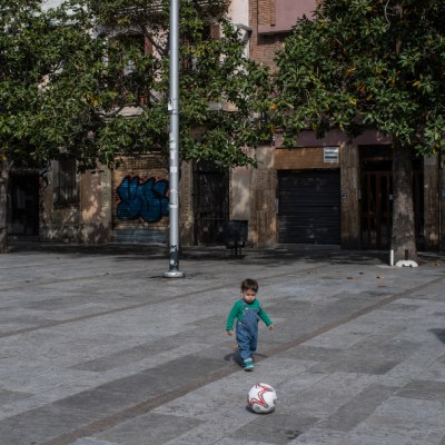 Aficionados españoles no regresarán a los estadios de futbol por ahora