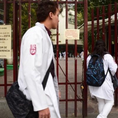 Por irregularidades, se cancelaron 776 becas de medicina del IPN: SEP