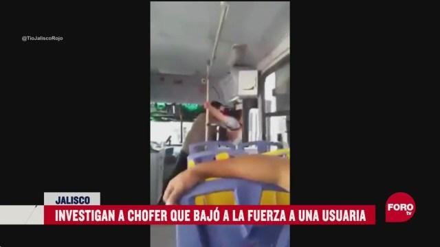 FOTO: exhiben a chofer por baja a la fuerza a mujer que no tenia monedas para pagar