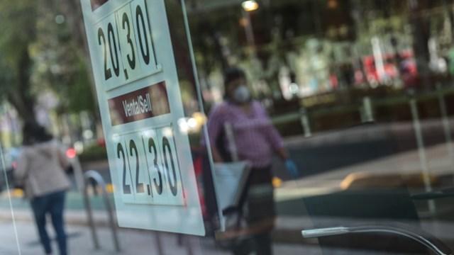 Foto: Dólar cierra en 22.18 pesos; BMV cae por anuncio de la Fed, 6 de junio de 2020, (Getty Images, archivo)