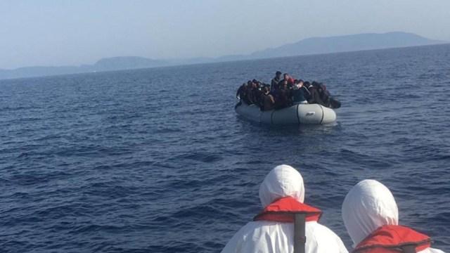 Rescatan a 42 migrantes que intentaban llegar a Grecia