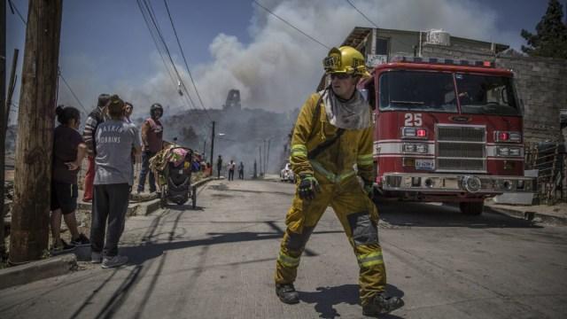 Mueren dos militares que combatían incendios en Tijuana