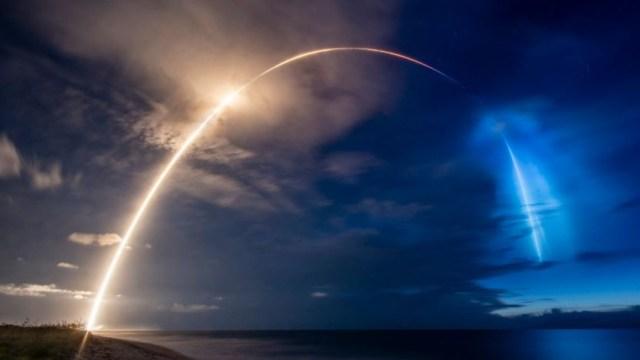 SpaceX lanza al espacio otros 58 satélites Starlink y tres de observación. (Foto: @SpaceX)