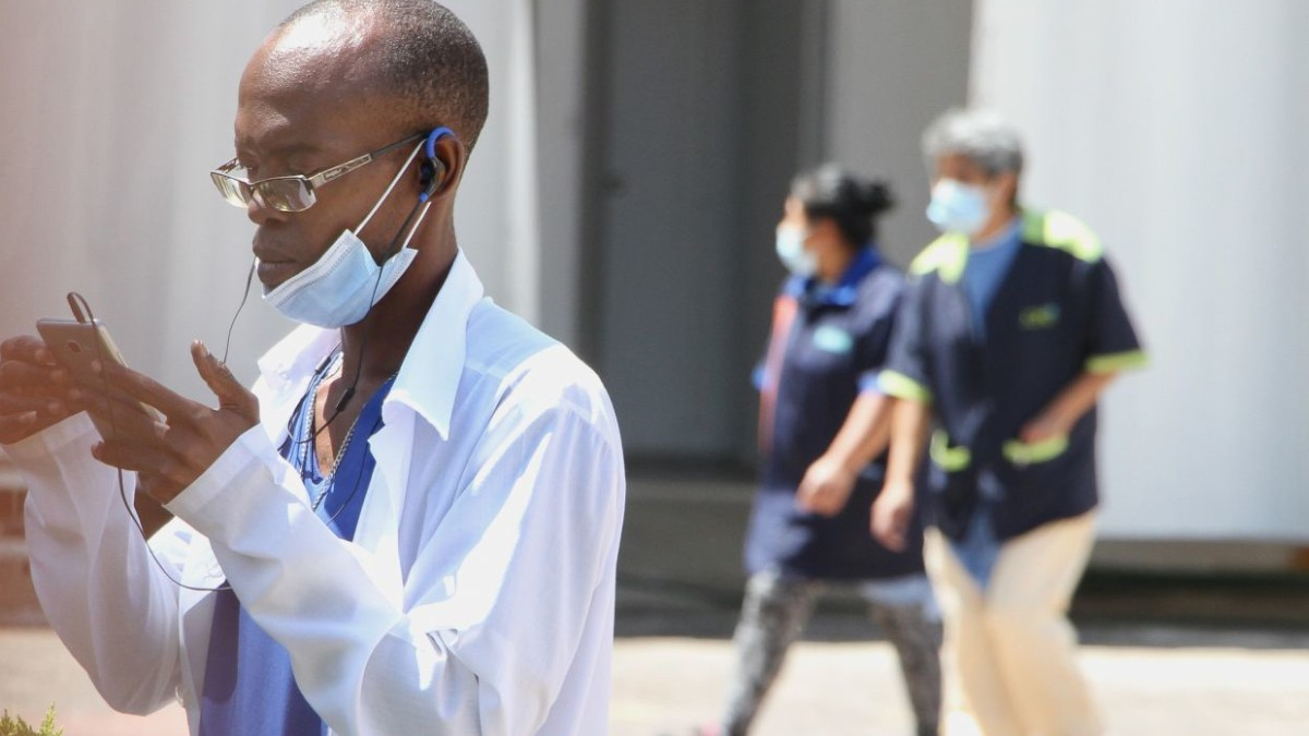 Médicos cubanos podrían extender permanencia en México