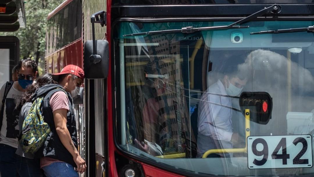 Metrobús de CDMX reabre estaciones tras cambio del semáforo epidemiológico