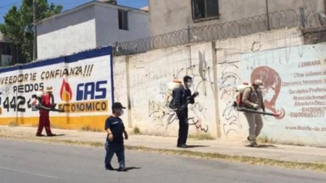 Personal de limpia recorren las calles en Chihuahua. Twitter/@GobMunChih