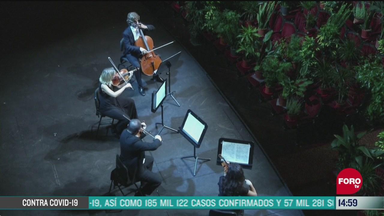 FOTO: opera de barcelona realiza concierto para miles de plantas