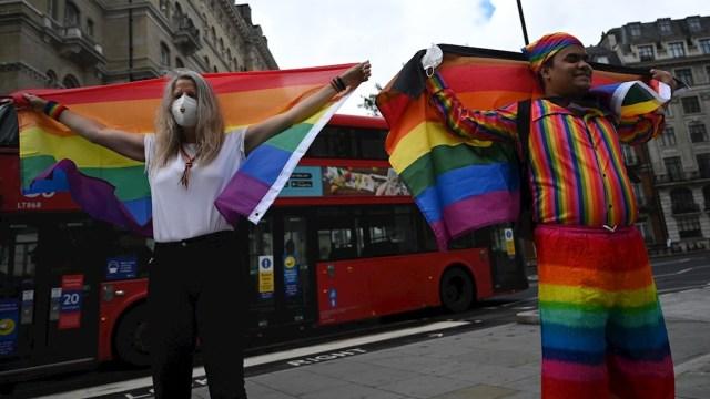 Un grupo reducido de personas participan en las celebraciones por el Orgullo Gay en Londres, Reino Unido.