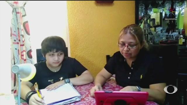 padres de familia se enfrentan a dificil emergencia sanitaria con clases en linea