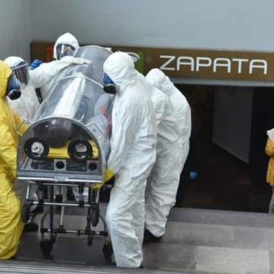 Paramédicos trasladan en cápsulas a usuarios del Metro CDMX
