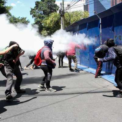 Landau agradece a policías por proteger la Embajada de EE.UU. en México