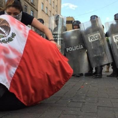 Cientos protestan en Guadalajara por la muerte de Giovanni López. Twitter/@ZonaDocs