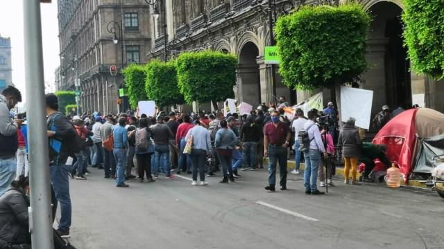 Policías de la CDMX protestan en el Zócalo; piden hablar con Sheinbaum