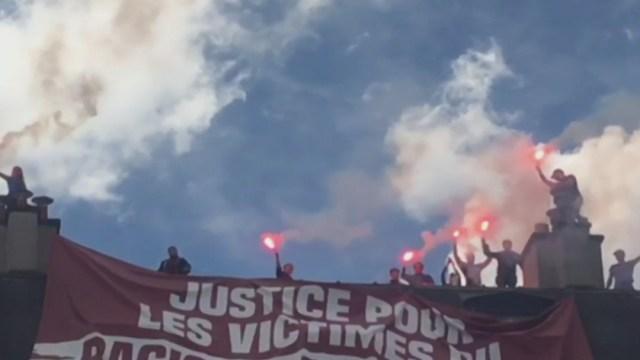 FOTO: Policía lanza gases lacrimógenos durante protesta en París contra racismo, el 13 de junio de 2020