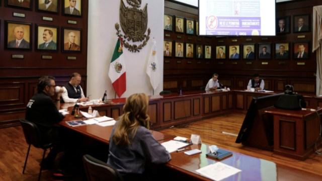 Funcionarios del gobierno de Querétaro realizan una reunión para definir estrategia para reinicio de actividades. (Foto: Gobierno de Querétaro)