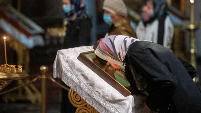 Reabren en Moscú templos ortodoxos, tras cierre por COVID