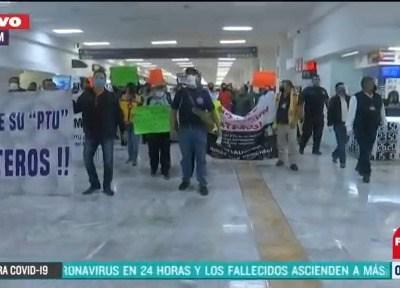 Trabajadores del Aeropuerto Internacional de la CDMX se manifiestan en terminal 1