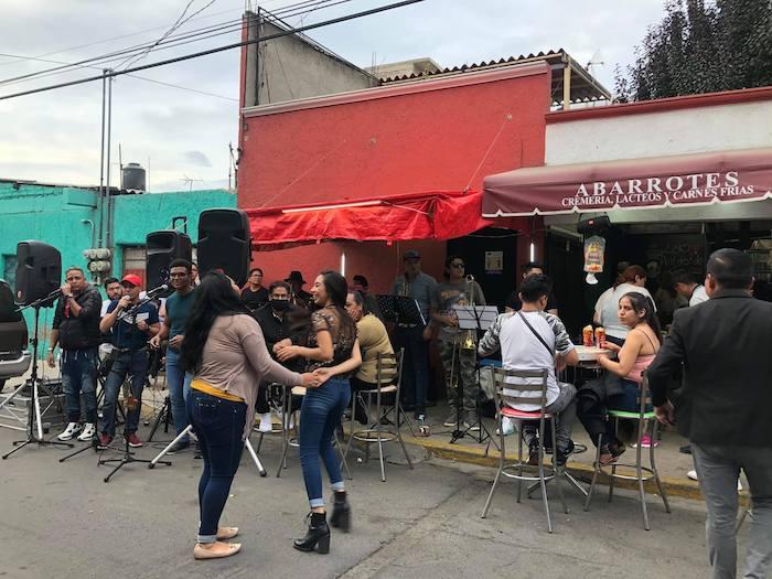 Hacen fiesta sin sana distancia en Iztapalapa