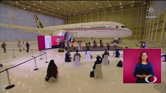 AMLO exhibe avión presidencial en la mañanera de hoy