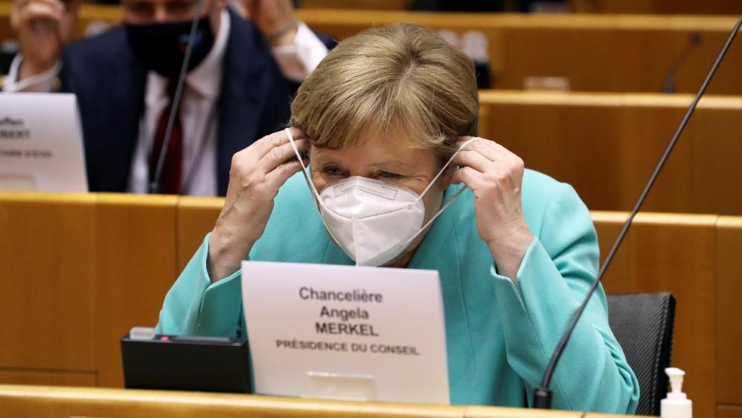 Angela Merkel, canciller alemana, con cubrebocas