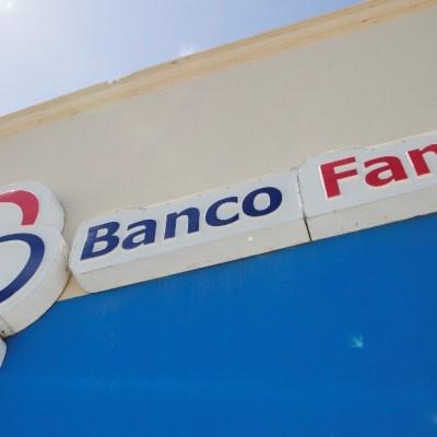 Banco Famsa, letrero; S&P coloca notas de Famsa en revisión negativa