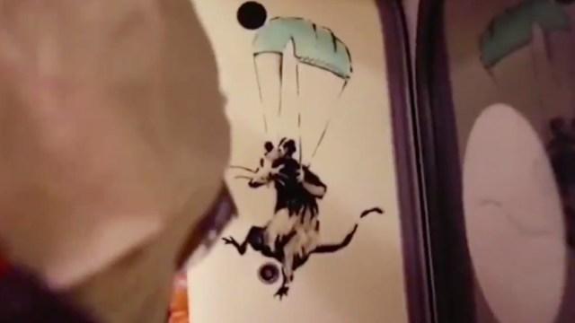 Banksy dibuja en el Metro de Londres y recuerda la importancia del uso de la mascarilla